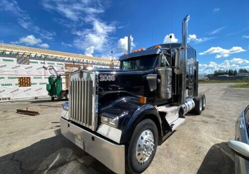 2015 KW W900L Bunk Tractor (1)